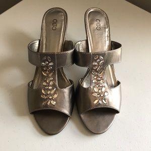 Silver jeweled 👠 heels